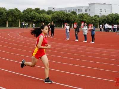 女子3000米预决赛国际勇夺第一 运动会女子3000米速度