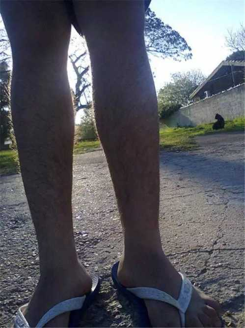 有一双浓密腿毛的腿幺 女生腿毛多
