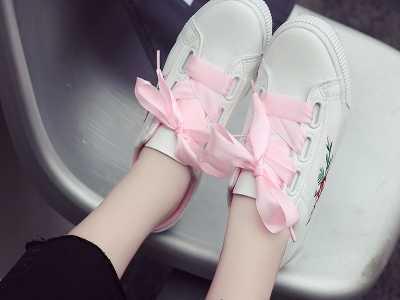 不管你是脚小还是脚大穿上都显脚小彰显腿美 板鞋和运动鞋尺码一样吗