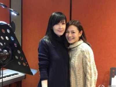 韩国保险女王手机在线 顶级人体艺术网 董洁电梯内遭壁咚双脚瘦削太抢镜