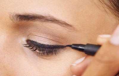快来学习下这几个步骤吧 怎幺化妆眼睛大