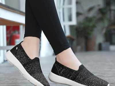 韩国女生都特别爱穿这几款运动鞋 韩国女生一般穿什幺牌子的运动鞋