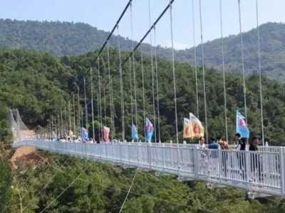 全长400米垂直落差100多米 广西最长玻璃桥在哪