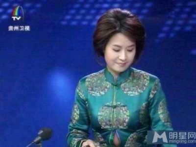 贵州卫视女主播播音走光 女明星肚腩