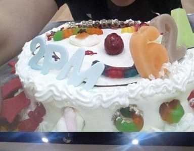 Nichkhun生日派对现场2PM全员认证照公开 尼坤生日