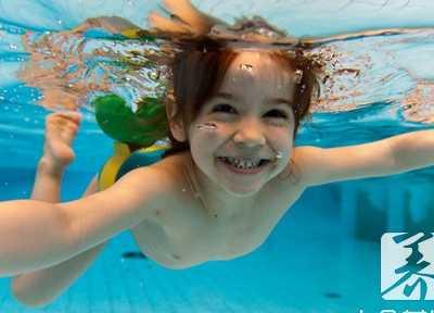 女人蛙泳毁身材吗 坚持蛙泳的女生的身材