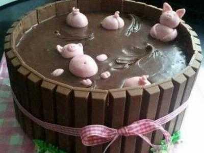 上海某店推出黄浦江猪蛋糕 黄浦江蛋糕